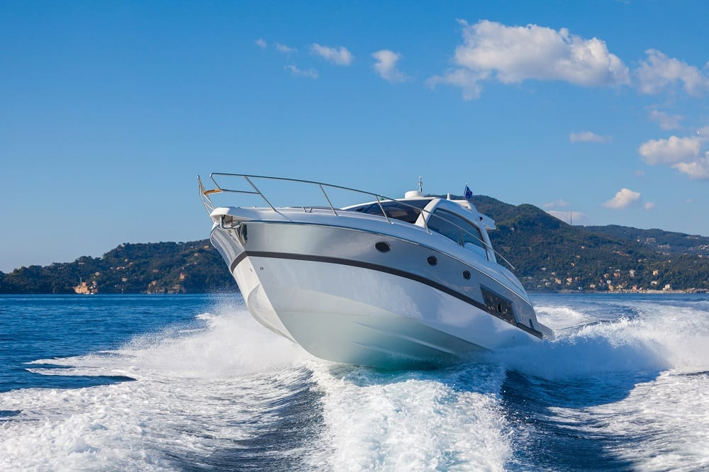 renting a boat with friends 10 tips
